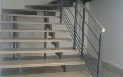 Escalier crémaillère avec double limons centraux