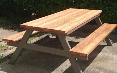 Mobilier extérieur : table pique nique métal et bois