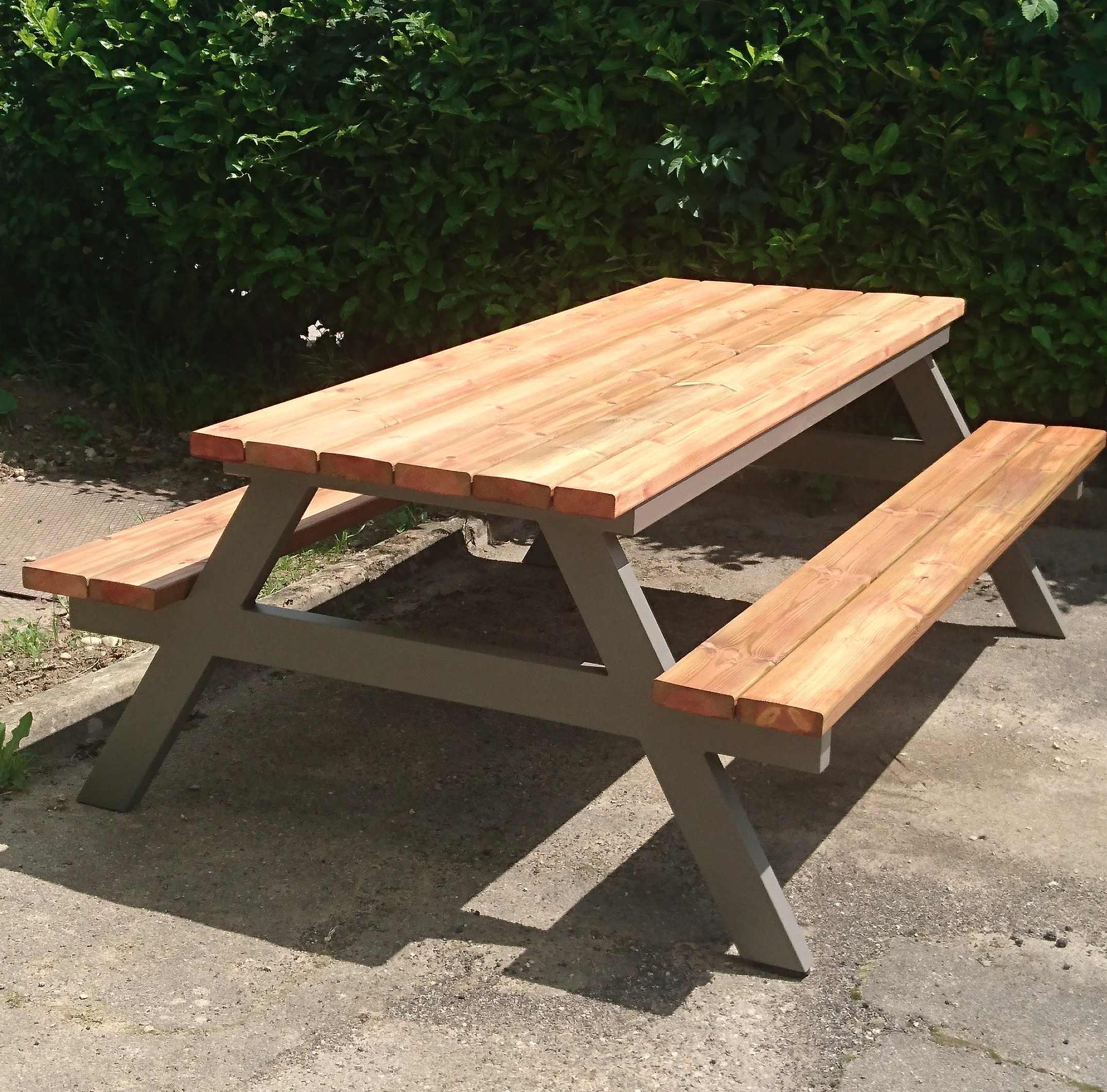 Unique table en bois exterieur id es de salon de jardin for Plan table bois exterieur